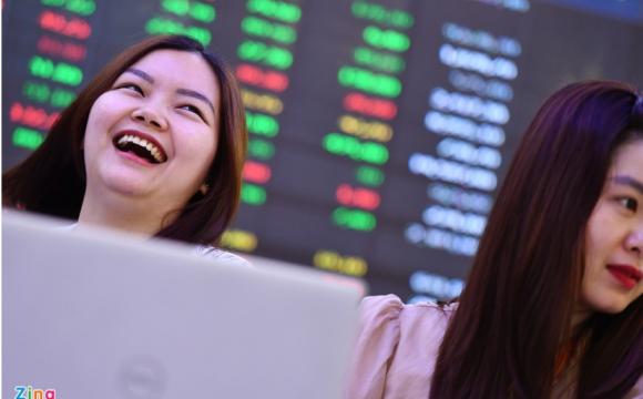 Chứng khoán Việt Nam tăng mạnh nhất thế giới