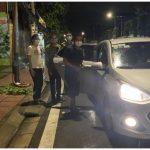Chốt kiểm dịch mời cơm, tìm xe giúp 2 vợ chồng anh Tá về quê chịu tang mẹ (ảnh chụp màn hình trên báo Lao Động).